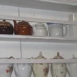 valkoinen astiahylly